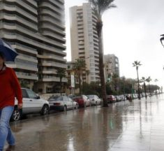 الامطار الغزيرة تعود الاربعاء.. الرياح تشتد وتحذير من اقتلاع اللوحات!