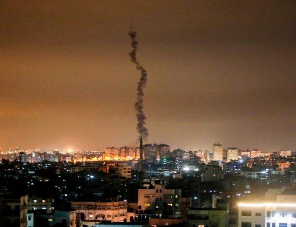 """غارات """"إسرائيلية"""" مُدمرة على غزة بعد إطلاق أكثر من ألف صاروخ من القطاع"""